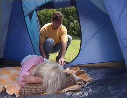 Смотреть порно ролики в палатке 21 фотография