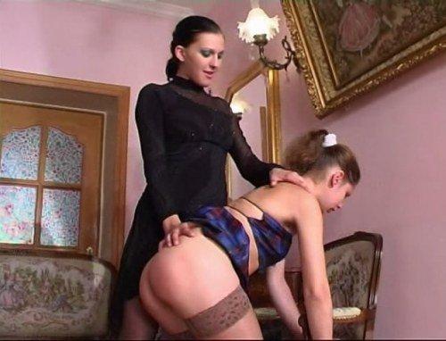 russkaya-lesbiyanka-hozyayka