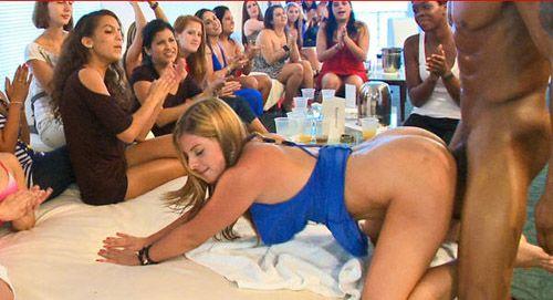 девки сняли мужика в закрытом клубе