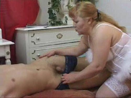 мамаше захотелось мастурбировать