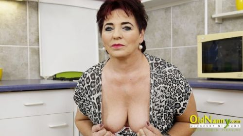 Jane - Chubby older woman has wet orgasm (2019/HD)