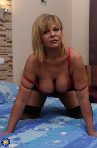 Ellis (51) - Curvy mature Ellis loves to play with her toys (2019/SD)